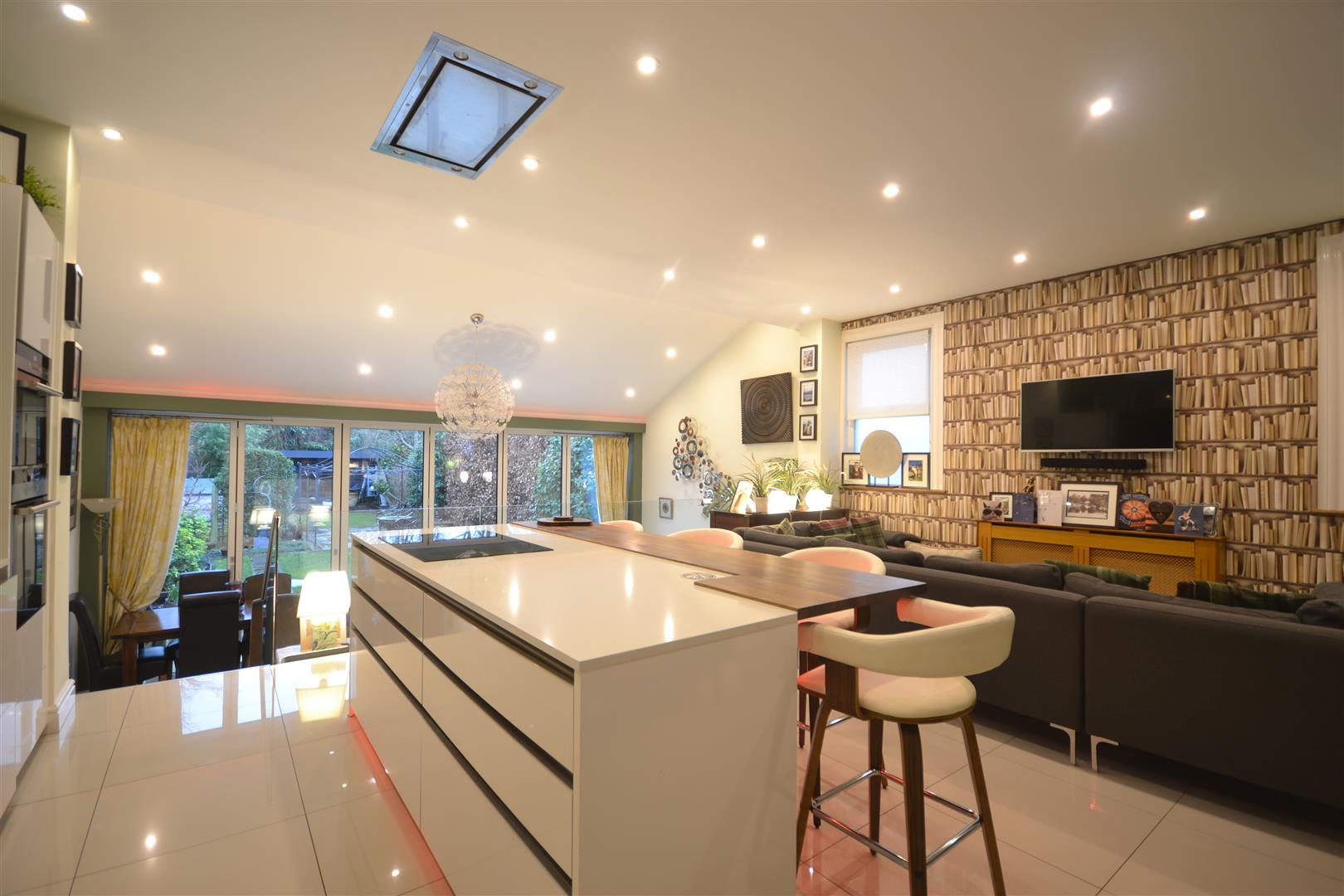 KITCHEN DINER.jpg